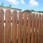 забор из евроштакетника коричневый