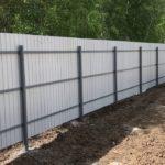 забор из профнастила с тремя прожилинами