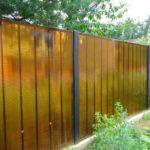забор из поликарбоната на металлической обрешетке