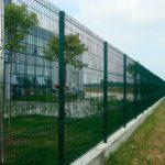 забор из 3d сетки на фундаменте