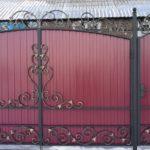 ковать ворота распашные с калиткой