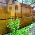 забор из сотового поликарбоната для дачи